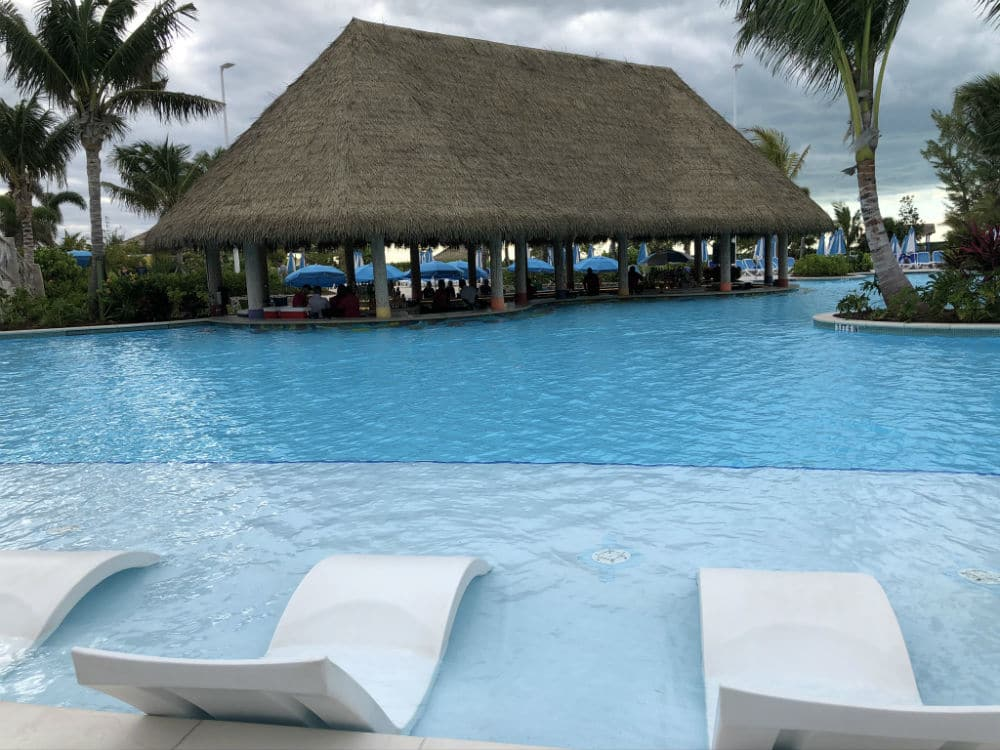 Oasis lagoon swim up bar