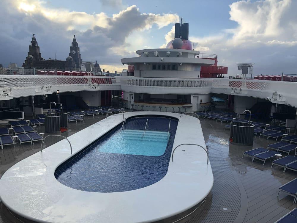 Scarlet Lady swimming pool