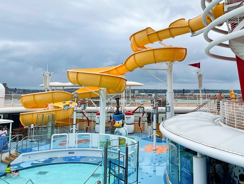 Aqua Lab pool and Twist 'N' Spout slide