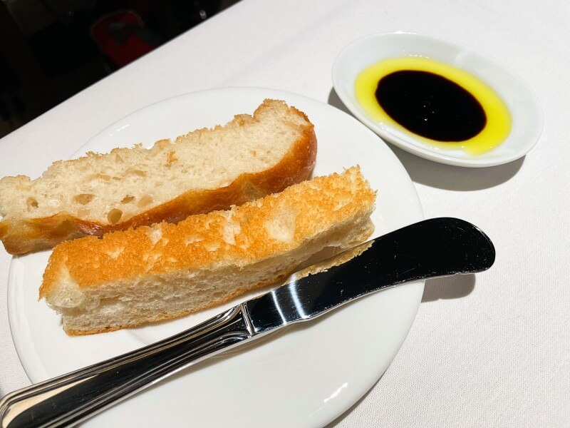 Bread with oil and vinegar