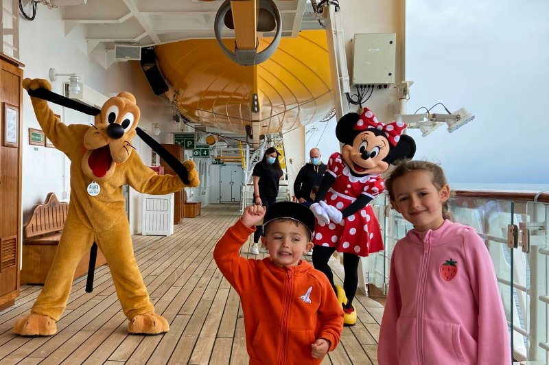 Meeting Minnie and Pluto on Deck 4