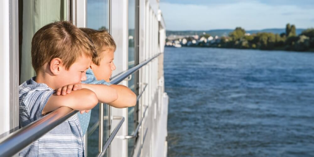 kids on river cruise