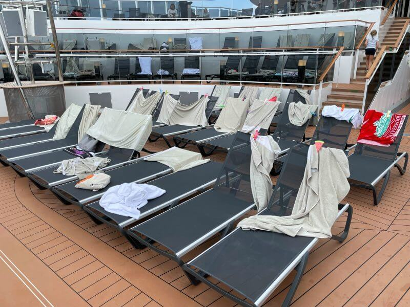 Sun loungers with towels